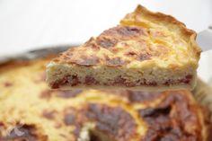 Quiche Lorraine con salchichas, jamón y queso # Y, para hoy, ¡¡video receta de quiche!! Las quiches son de lo más agradecido. En este blog ya contamos con muchas recetas de quiche ya publicadas con distintos sabores e ingredientes, todas ellas deliciosas. Gracias ... »