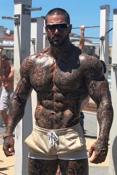 Sexy Tattooed Men, Tatted Men, Hot Guys Tattoos, Good Poses, Beefy Men, Inked Men, Big Muscles, Muscle Men, Male Beauty