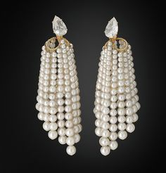 """JAR earrings at the Grand Palais - exhibition """"From the Great Mughals to the Maharajahs. Jewels from the Al Thani collection"""" March - 05 June Jar Jewelry, High Jewelry, Stone Jewelry, Boho Jewelry, Antique Jewelry, Jewelery, Vintage Jewelry, Jewelry Necklaces, Jewelry Design"""