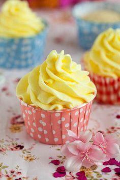 Lemon poppyseed cupcakes