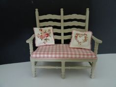 Dollhouse bench with rose pillows made by Jolanda Knoop Z