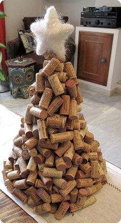 Cork Tree - Wine Cork Crafts For Your Next Girls' Night In - unique crafts Wine Craft, Wine Cork Crafts, Wine Bottle Crafts, Wine Bottles, Wine Cork Wreath, Wine Glass, Creative Christmas Trees, Christmas Tree Decorations, Ornaments Ideas