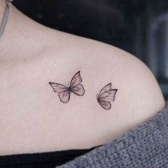 Tiny Butterfly Tattoo, Butterfly Tattoos For Women, Tiny Tattoos For Girls, Little Tattoos, Mini Tattoos, Butterfly Shoulder Tattoo, Lotus Flower Tattoo Design, Dainty Tattoos, Sexy Tattoos