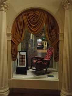 This is the actual chair that President Lincoln was sitting in at the Ford Theater on the evening of April On display at The Henry Ford Museum, Dearborn, Michigan. American Presidents, Us Presidents, American Civil War, American History, Lincoln Life, Mary Todd Lincoln, Abraham Lincoln, Lincoln Assassination, Henry Ford Museum