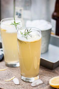 Sparkling Lemonade, Lemonade Cocktail, Raspberry Lemonade, Cocktail Drinks, Cocktails, Beer Cocktail Recipes, Beer Recipes, Drink Recipes, Kitchens