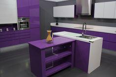 http://3.bp.blogspot.com/_9FhQUW5F5x8/TLmTfh5n8jI/AAAAAAAAAwc/M_b9ybztMHo/s1600/cocina+morada+lacada+feria+2010+linea+3+cocinas.jpg