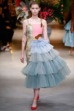 Sfilata Viktor & Rolf Parigi - Alta Moda Primavera Estate 2017 - Vogue