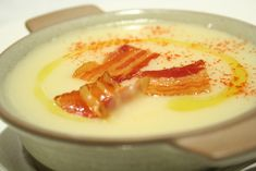 Potato cream soup with celery, bacon pieces - Zelleres burgonyakrémleves, bacon darabokkal – mennyei finomság pillanatok alatt! Soup Recipes, Diet Recipes, Cooking Recipes, Healthy Recipes, Hungarian Recipes, Food 52, Soup And Salad, Main Meals, No Cook Meals