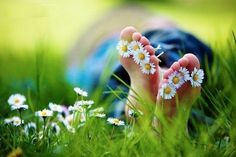 I guess it's peaceful to put flowers in your toes!