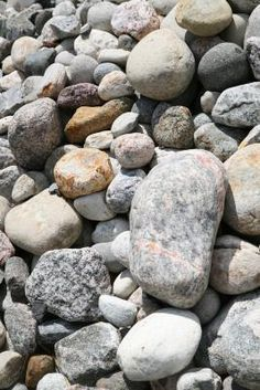 Use fake rocks in a garden for decoration or to conceal spare house or shed keys. Use fake rocks made from plastic latex in planters or indoor plant pots as well. You can make fake rocks easily from a clay mold and liquid latex casting compound. Concrete Crafts, Concrete Projects, Concrete Garden, Outdoor Projects, Diy Projects, Backyard Projects, Garden Projects, Backyard Ideas, How To Make Rocks