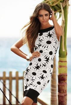 Tendinte primavara-vara 2013: 12 rochii in imprimeuri florale deosebite: Rochia-margareta
