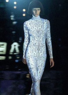 Neopixel inspiration- Gisele Bündchen at Givenchy under Alexander McQueen Space Fashion, 90s Fashion, High Fashion, Fashion Show, Fashion Design, Fashion Details, Givenchy, Cyberpunk, Mode Costume