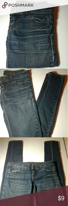 *BLUE ASPHALT* LADIES SKINNY JEANS  (Size 1 Long) In Good condition / gently used,  all wear is as pictured /  Super Skinny Jeans/ measurements:    31 inch inseam and 28 waist / 63% Cotton,  15% Polyester and 2%Spandex / Medium to Light DENIM weight and very stretchy Blue Asphalt Jeans Skinny