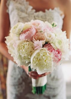 SUCH a gorgeous bouquet!    Photography By / http://charlottejenkslewis.com,Floral Design By / http://sayleslivingstonflowers.com