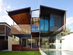 """The Palissandro House Made From Rosewood by Shaun Lockyer Architects: Shaun Lockyer Architects have designed """"The Palissandro House,"""" located in Brisbane Australia. The design captures a lot of light and breezes and also. Australian Architecture, Residential Architecture, Interior Architecture, Amazing Architecture, Modern Tropical House, Tropical House Design, 3 Storey House, Storey Homes, House Seasons"""