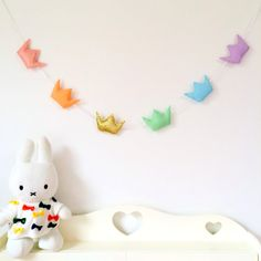 Pastel Rainbow Crown Garland  | baby, babygirl, baby nursery, babyroom, babygift, bedroomdecor, babyshower, felt, glitter, pastel, rainbow