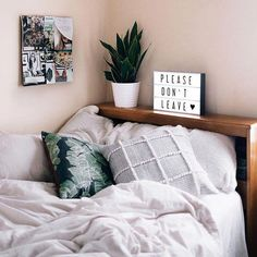 Small bedroom is usually a situation when space is at a premium. But today, there are so many home decor bedroom ideas to make the most of your space. For the next small bedroom decor ideas, try some cute bedroom… Continue Reading → Boho Room, Bohemian Style Bedrooms, Dorm Rooms, Minimalist Bedroom, Modern Bedroom, Minimalist Decor, My Room, Bedroom Decor, Bedroom Ideas