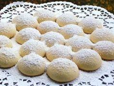 Pastane Un Kurabiyesi Tarifi Pastanede satılan un kurabiyesinin aynısını siz de bu un kurabiyesi tarifi ile deneyebilir. Kurabiye tariflerimizi ya da kolay yemek tariflerimizi deneyerek mutfağınızda harikalar yaratabilirsiniz. Nefispratikyemektarifleri.com sosyal medyada paylaşabilmeniz üzerine dizayn edilmiştir. Malzemeler 250 gram tereyağı ya da margarin 1 çay bardağı sıvı yağ 1 su bardağı pudra şekeri Yarım su bardağı …