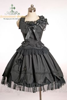 Loli! Gothic loli!  I love this dress,it's so pretty