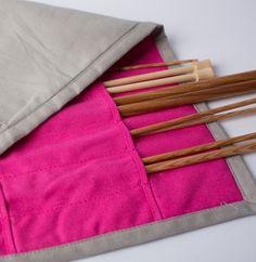 Cet étui sera très utile pour protéger vos aiguilles, il trouvera sa place dans votre sac de tricot. Si vous en avez assez de chercher les petites soeurs de vos aiguilles à tricoter, voici l'accessoire idéal !
