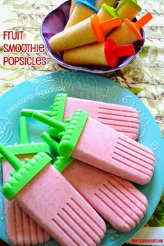 Summer Fruit Smoothie Popsicles. Super healthy and so simple to make! Recipe: www.FoodForYourGood.com