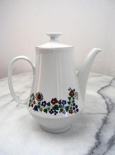 Vintage Porcelain Tea Pot Floral Ceramic Tea Pot Made in GDR 1970.