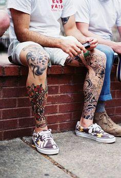 Мужские тату на ногах