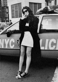Liv Rundgren Tyler is an American actress and former child model. She is the daughter of Aerosmith's lead singer, Steven Tyler, and Groupie Bebe Buell Born: July 1977 (age New York Bebe Buell, Steven Tyler, Aerosmith, 1990 Style, Liv Tyler 90s, 90s Models, Up Girl, Child Models, Mannequin