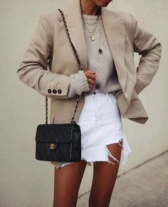 great outfit idea to try this season : nude blazer + bag + sweater + white denim skirt Street Style Outfits, Mode Outfits, Casual Outfits, Casual Blazer, Blazer Outfits For Women, Casual Wear, Spring Fashion Trends, Fashion 2017, Womens Fashion