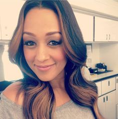 One half of the Mowry twins, Tia Dashon Mowry-Hardrict. Natural Hair Tips, Natural Hair Styles, Shiny Hair, Hair Journey, Hair Dos, Healthy Hair, Healthy Eating, Hair Hacks, Beauty Hacks