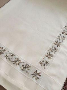 Cross Stitch Rose, Cross Stitch Borders, Cross Stitch Designs, Cross Stitch Patterns, Embroidery Fashion, Lace Embroidery, Hand Embroidery Design Patterns, Etsy Christmas, Weaving Patterns