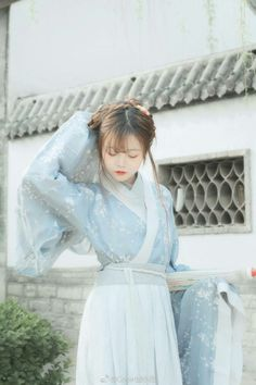 Nguyệt Hy Nhi Oriental Dress, Oriental Fashion, Traditional Fashion, Traditional Dresses, Uzzlang Girl, Hanfu, Chinese Style, Costumes For Women, Asian Woman