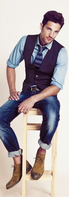Jeans, vest, tie and boots....nice