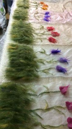 flowers Felt Embroidery, Free Machine Embroidery, Felt Diy, Felt Crafts, Felt Pictures, Needle Felting Tutorials, Nuno Felt Scarf, Weaving Projects, Felt Patterns