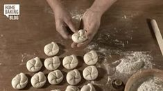 Knopf flechten / Braiding Knob on Vimeo Bread Recipes, Cooking Recipes, Bread And Pastries, How To Make Bread, Kids Meals, Rolls, Knob, Full Throttle, Play