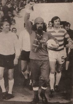billy connolly leads out billy mcneil British Football, First Football, Football Team, Best Of Scotland, Glasgow Scotland, Billy Connolly, Paisley Scotland, Celtic Fc, Vintage Football