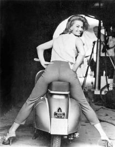 """frenchcurious: """"Angie Dickinson & Vespa - source Old Hollywood The Days of Style & Elegance. Scooter Girl, Vespa Girl, Mod Scooter, Scooter Motorcycle, Katharine Ross, Katharine Hepburn, Louise Brooks, Steve Mcqueen, Vintage Hollywood"""