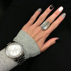 Elegant Nail art on gel nails Gray Nails, Black Nails, Love Nails, How To Do Nails, Pretty Nails, Fun Nails, Black Polish, Matte Nails, Manicure E Pedicure