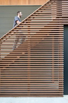 , Gallery of North Fork Bay House / Resolution: 4 Architecture - 21 , Image 21 of 46 from gallery of North Fork Bay House / Resolution: 4 Architecture. Photograph by Resolution: 4 Architecture. Cedar Cladding, House Cladding, House Deck, House Stairs, House On Stilts, Modern Prefab Homes, Exterior Stairs, Metal Siding, Outdoor Stairs