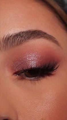 Sparkle Eye Makeup, Golden Eye Makeup, Makeup Geek Eyeshadow, Makeup Tutorial Eyeliner, Makeup Looks Tutorial, Natural Eye Makeup, Smokey Eye Makeup, Makeup With Glitter, Metallic Eye Makeup