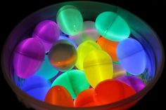 Glow In The Dark Easter Egg Hunt. The concept is simple, glow sticks + plastic Easter eggs = Glow in the Dark Easter Eggs! Easter Crafts, Holiday Crafts, Holiday Fun, Crafts For Kids, Holiday Ideas, Easter Ideas, Christmas Ideas, Hoppy Easter, Easter Bunny