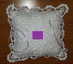 Questo splendido cuscino porta #fedi realizzato a mano darà un tocco di classe in più al giorno più importante della vostra #vita!  Scopritelo qui: http://www.gianclmanufatti.com/#!sposa-bouquet-comunione/cxtd