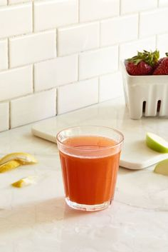Delicious Detox Strawberry Juice is part of Delicious Detox Strawberry Juice Day Juice Cleanse The - This delicious strawberry juice with apple, cucumber, lemon, and ginger from The Decadent Detox Summer Juice Fast is a detox disguised as dessert Cheap Juice Cleanse, Green Juice Cleanse, Juice Cleanse Recipes, Alkaline Diet Recipes, Detox Recipes, Detox Foods, Healthy Detox, Healthy Juices, Health Recipes