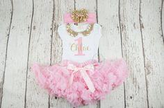 chica primer cumpleaños traje oro y rosa rosa por PoshPeanutKids