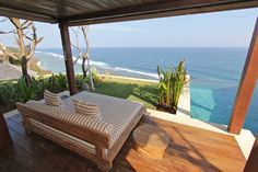 Villa Chintamani's master bedroom cliff top plunge pool and spacious deck is a truly romantic escape with spectacular views. #semarauluwatu #bali