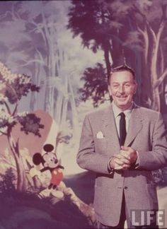 Walt Disney with his Mickey Mouse. Old Disney, Vintage Disney, Disney Girls, Disney Art, Disney Dream, Disney Love, Disney Magic, Mundo Walt Disney, Walt Disney World
