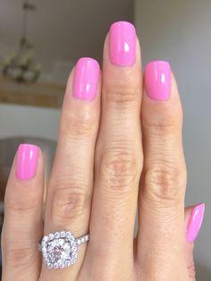 Essie Gel Couture - Haute to Trot manicure - bubblegum pink nails