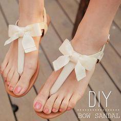 Des nus-pieds décorés de noeuds