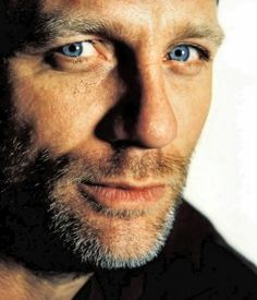 daniel craig, handsome older man w/beautiful eyes Daniel Craig, Craig 007, Craig Bond, Beautiful Eyes, Gorgeous Men, Beautiful People, Pretty Eyes, Amazing Eyes, James Bond
