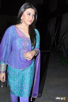 Bollywood Actress Hot, Indian Bollywood, Tamil Actress, South Indian Actress Hot, Beautiful Indian Actress, Indian Bridal Sarees, Salwar Dress, Star Beauty, Saree Photoshoot